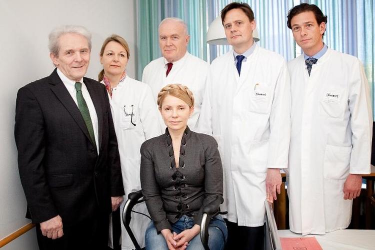 Timoschenko nach Rückenbehandlung aus Charité entlassen (© 2014 AFP)