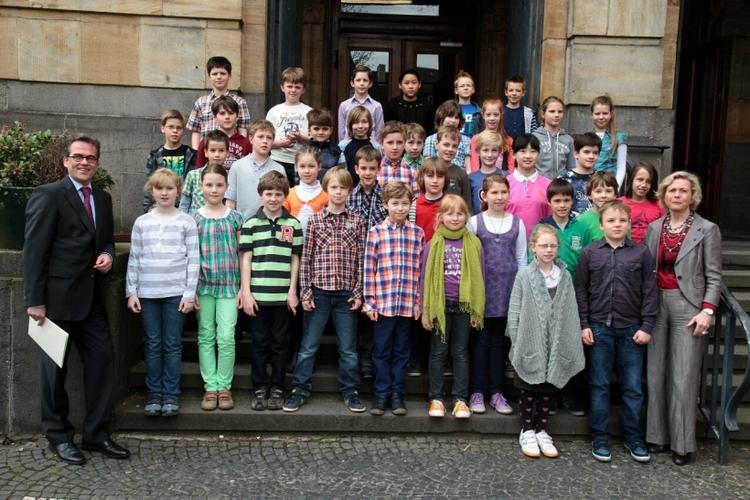 Auch 2013 ehrte Oberbürgermeister Gregor Kathstede die erfolgreichen Teilnehmer des Mathematikwettbewerbs. (Foto: Stadt Krefeld)