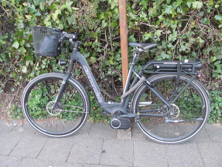Fahrradfahrer übersehen und angefahren (Foto: Polizei Mettmann)