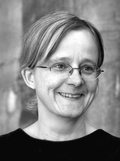 """Die Autorin Sabine Peters liest am Montag, 1. April 2014, um 20 Uhr in der Mediothek Krefeld am Theaterplatz aus ihrem Buch """"Narrengarten"""" vor.  (Foto: Jutta Schwöbel)"""