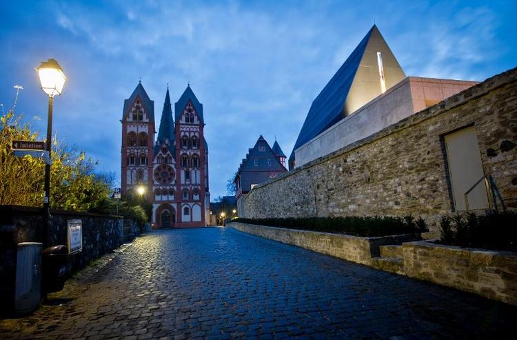 Bistum Limburg will gesamtes Vermögen offenlegen (© 2014 AFP)