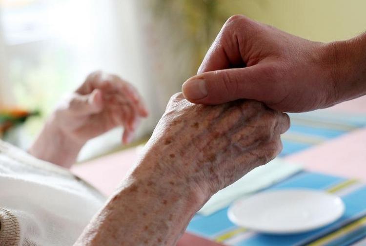 Lohnersatzleistung für Pflegende soll 2015 kommen (© 2014 AFP)