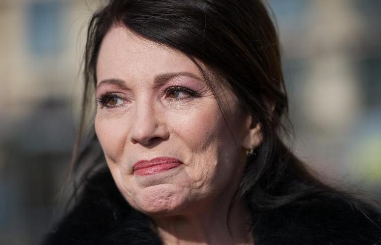 Iris Berben soll die Kanzlerin spielen (© 2014 AFP)