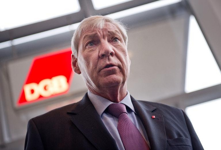 DGB-Chef bekräftigt Forderung nach Mindestlohn-Hotline (© 2014 AFP)