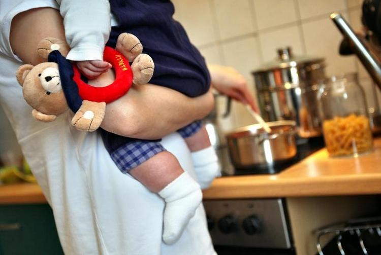 Zwei Drittel der berufstätigen Mütter arbeiten Teilzeit (© 2014 AFP)