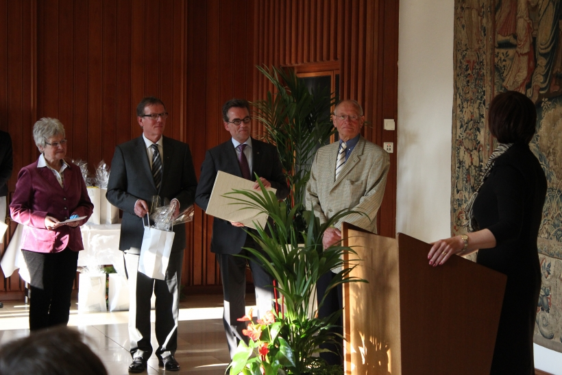 Auch Oberbürgermeister Gregor Kathstede und Polizeipräsident Rainer Furth gratulierten den Preisträgern und betonten, wie wichtig die Hilfe der Bevölkerung bei der Bekämpfung von Unrecht sei. (xity-Foto: E. Aslanidou)