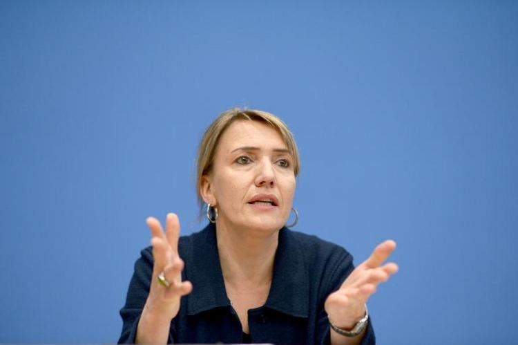 Grünen-Chefin verteidigt Null-Promille-Vorstoß (© 2014 AFP)