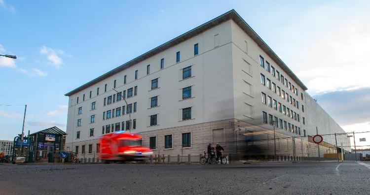 Erste Mitarbeiter beziehen neue BND-Zentrale in Berlin (© 2014 AFP)