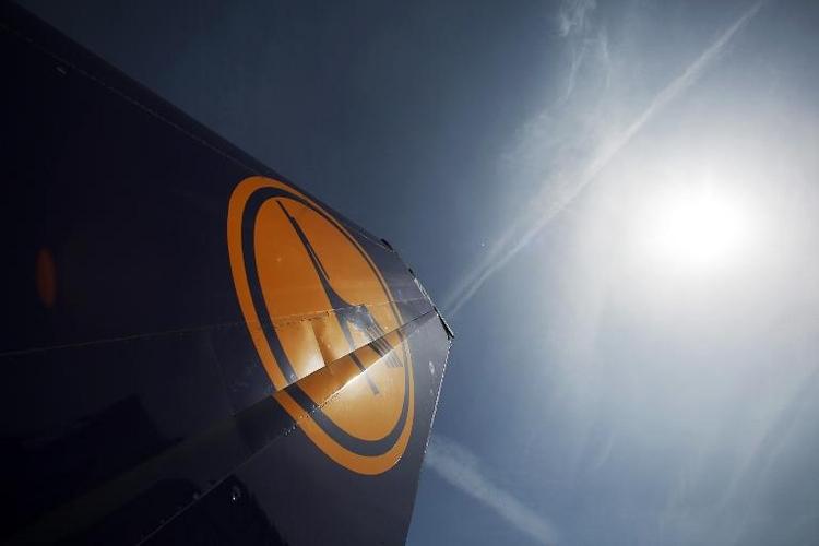 Bedrohung durch Passagier: Lufthansa-Flug kehrt um (© 2014 AFP)