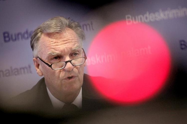 BKA-Chef Ziercke sagt erneut vor Innenausschuss zu Edathy aus (© 2014 AFP)