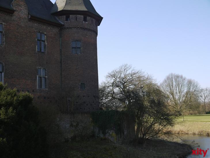 Märchenerzählerin auf Burg Linn. (xity-Foto: E. Aslanidou)