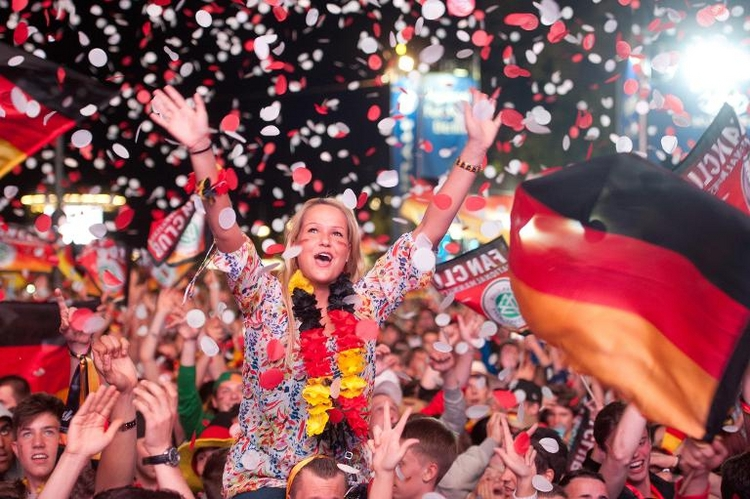 Berlin macht Weg für nächtliches WM-Public-Viewing frei (© 2014 AFP)