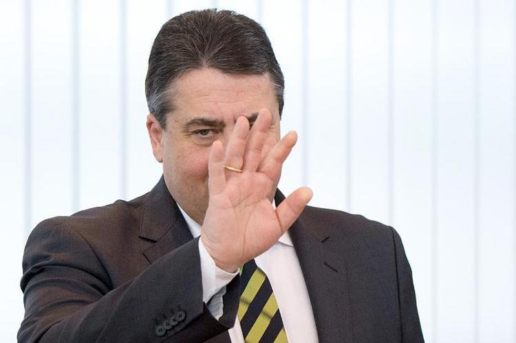 Lammert rügt Gabriel wegen verweigerter Militär-Auskunft (© 2014 AFP)