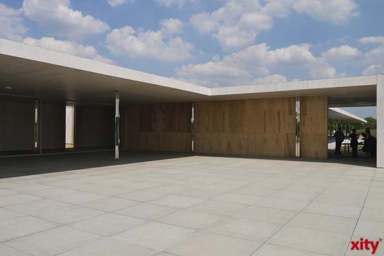 In dem von Mies van der Rohe entworfenen Gebäude mit seinen charakteristischen Shed-Dächern entstehen Büros mit Loftcharakter für Menschen, die mehr als reine Büroräume suchen. (xity-Foto: E. Aslanidou)