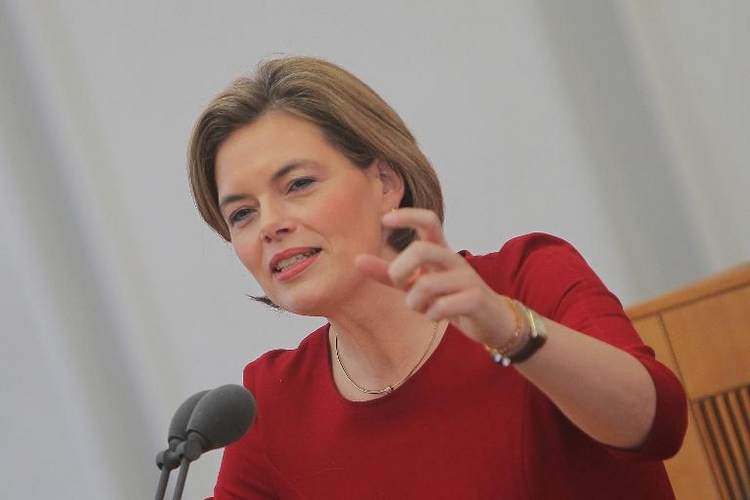 CDU-Vize Klöckner droht Rentenpaket platzen zu lassen (© 2014 AFP)