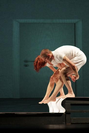 """""""Konsequenzen"""" ist ein getanztes, nachdenkliches und humorvolles Stück über Träume, Visionen, Wirklichkeit und Fiktion. ( Foto: Günter Krämmer)"""