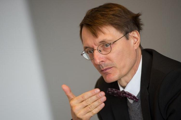 Lauterbach erwartet deutlich steigende Pflege-Beiträge (© 2014 AFP)