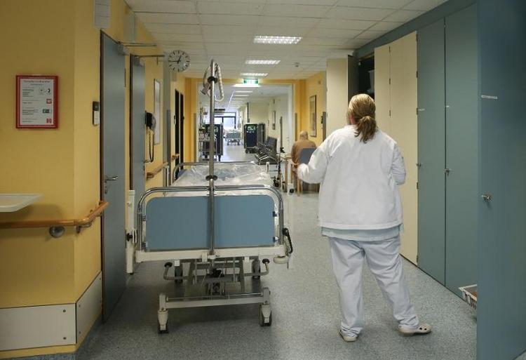 Gröhe will Zahl der Krankenhausbetten reduzieren (© 2014 AFP)