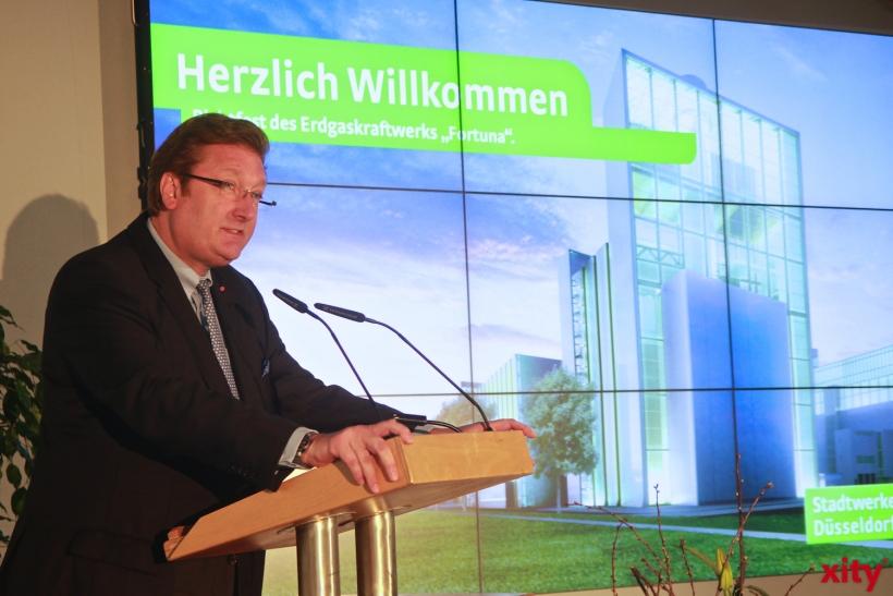 Oberbürgermeister Dirk Elbers sprach Grußworte beim Richtfest (xity-Foto: P. Basarir)