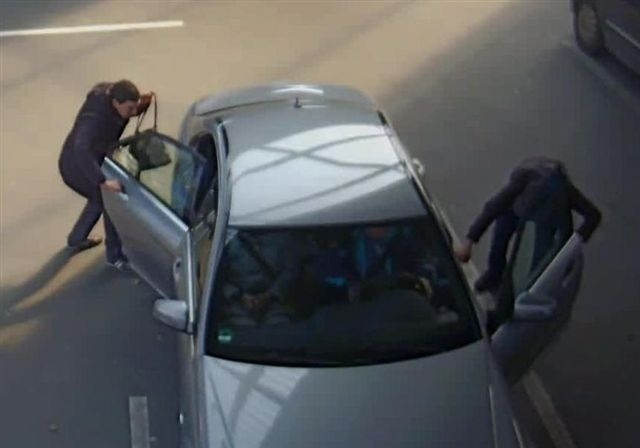 Täter lauern Autofahrern auf Parkplätzen auf (Foto: Polizei Düsseldorf)