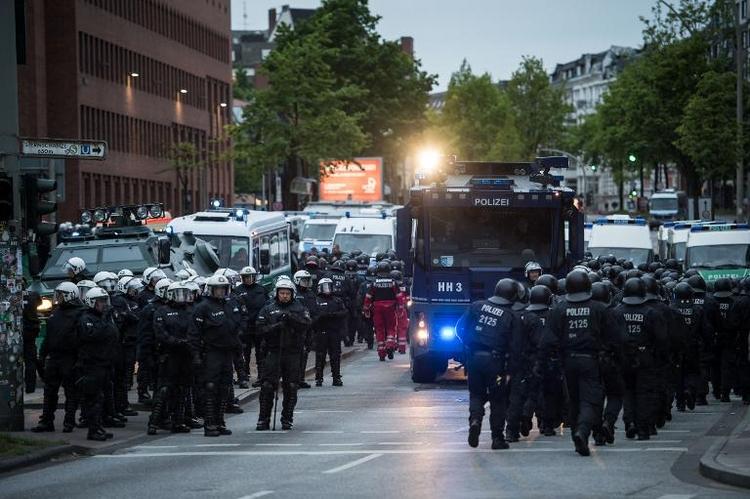 Hamburgs Polizei ermittelt nach Molotow-Cocktail-Attacke (© 2014 AFP)