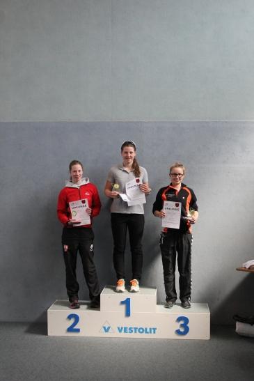 Überraschungssiegerin Pauline Saßerath auf dem 1. Platz beim Duathlon in Bullern. (Foto: Sportclub Bayer 05 Uerdingen)