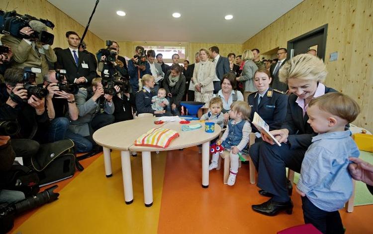 Erste Kinderkrippe der Bundeswehr eröffnet (© 2014 AFP)