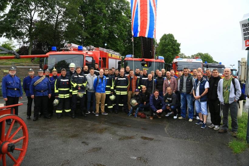 Englische Feuerwehrleute am Uerdinger Steiger begrüßt. (Foto: Stadt Krefeld)