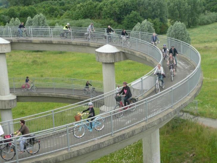 """Wenige Tage nach dem bundesweiten Startschuss zum """"Stadtradeln 2014"""" haben sich bundesweit schon 190 Kommunen angemeldet. (Foto: Stadt Krefeld)"""