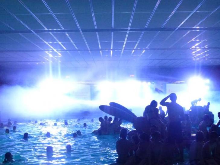 Der Fachbereich Sport und Bäder und der Stadtsportbund veranstalten am Samstag, 24. Mai 2014, im Rahmen der Sportabzeichenehrung, eine große Pool-Party im Bockumer Badezentrum. (Foto: Zephyrus)