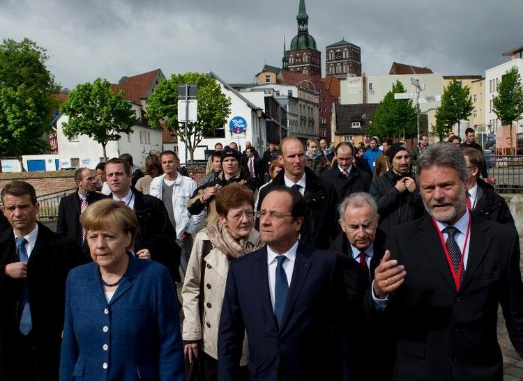 Hollande lädt Merkel zu Gegenbesuch in seinen Wahlkreis (© 2014 AFP)
