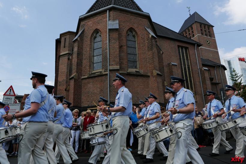 Die Tambourcorps stellten sich auf der Kreuzung Bilker Allee/Gladbacherstraße auf(xity-Foto: P. Basarir)