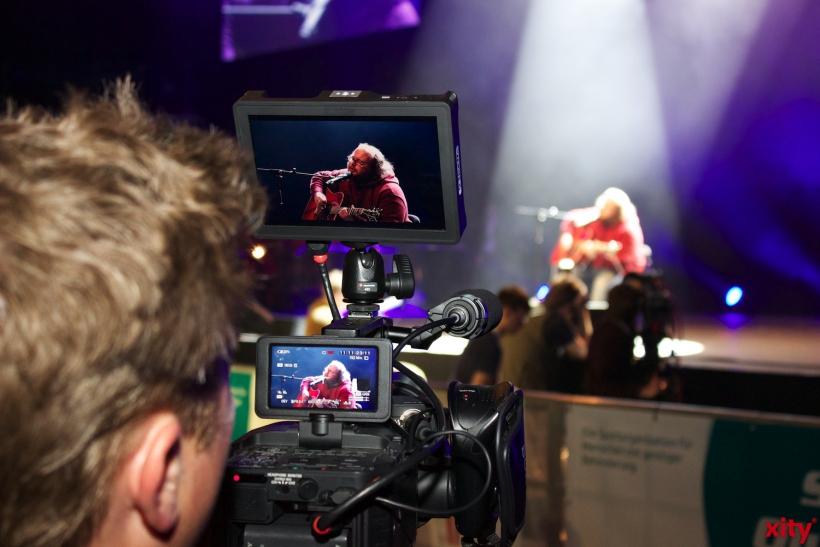 """Der """"The Voice of Germany"""" Gewinner Andreas Kümmert auf der Bühne. (xity-Foto: H. Müller)"""