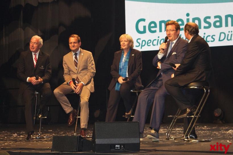 Wolfram Kons im Gespräch mit vl. Gernot Mittler, Alfons Hörmann, Hannelore Kraft und Dirk Elbers (xity-Foto: H. Müller)