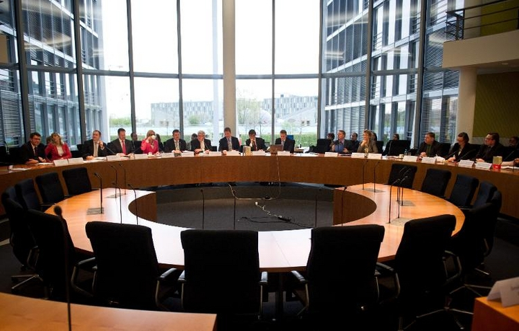 NSA-Ausschuss startet Anhörung von Sachverständigen (© 2014 AFP)