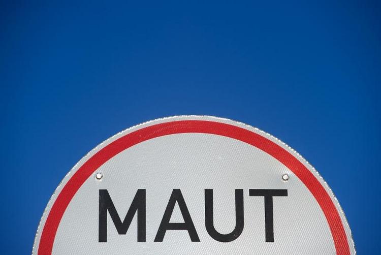 Vigniette für Pkw-Maut kostet angeblich 100 Euro (© 2014 AFP)