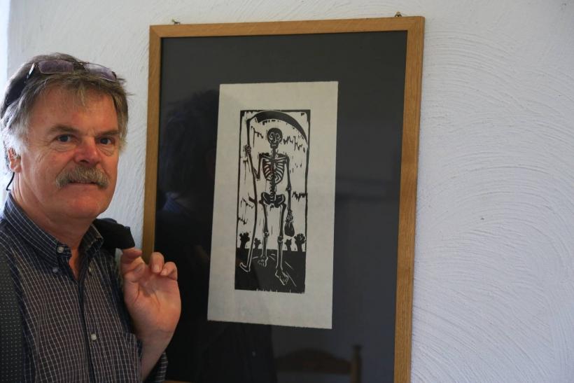 Künstler Georg Opdenberg zeigt 30 Bilder und Installation auf Burg Linn in Krefeld. (Foto: Stadt Krefeld)