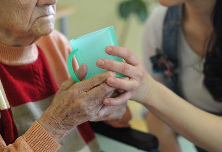 Pflegereform im Kabinett - Pflegebeitrag soll steigen (© 2014 AFP)