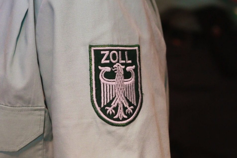 243 einzelne Artikel im Wert von rund 27.000 Euro fanden Zöllner am Düsseldorfer Flughafen bei einer 39-jährigen Frau (xity-Foto: D. Mundstock)