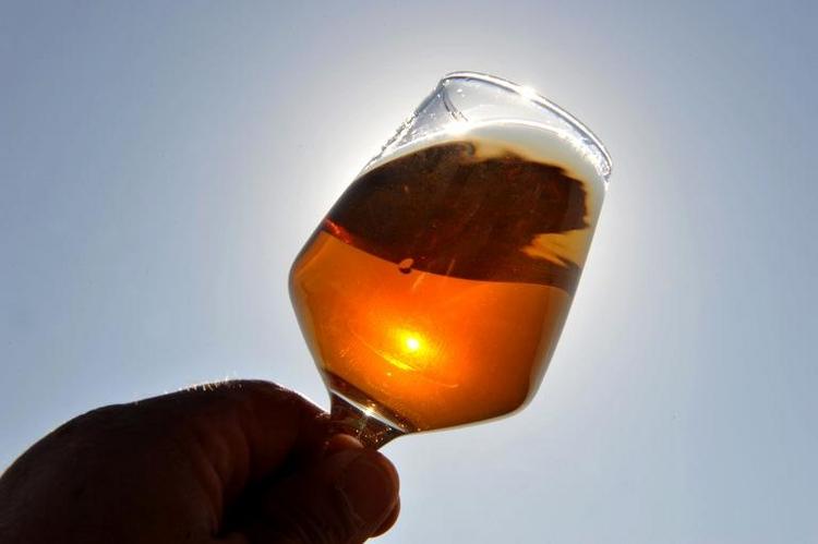 Ärzteschaft fordert Verbot von Alkoholwerbung (© 2014 AFP)