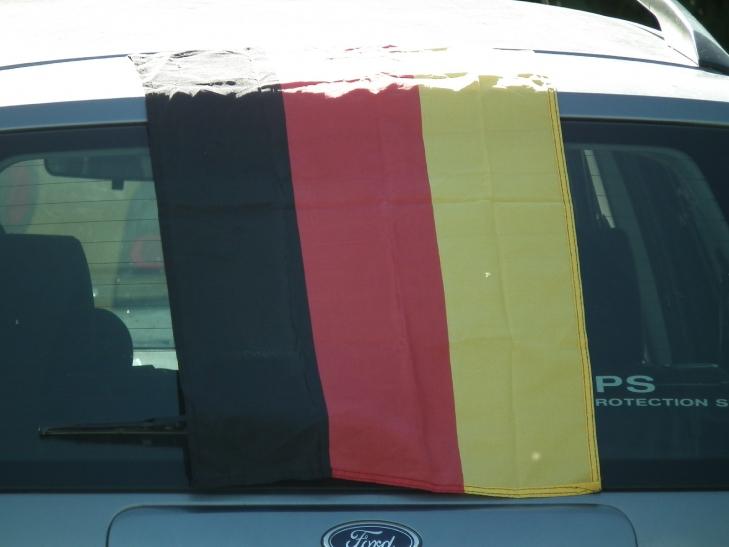 WM-Deko sicher am Auto befestigen. (xity-D- Postert)