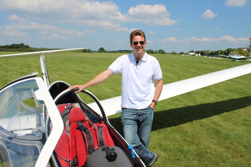 Segelflug-Pilot Christopher Braam nahm uns mit auf die faszinierende Reise und brachte uns die Kunst des Segelfliegens näher. (xity-Foto: E. Aslanidou)