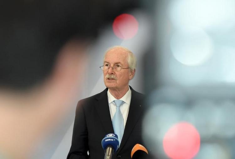 Range will wohl doch wegen Merkels Handy ermitteln (© 2014 AFP)
