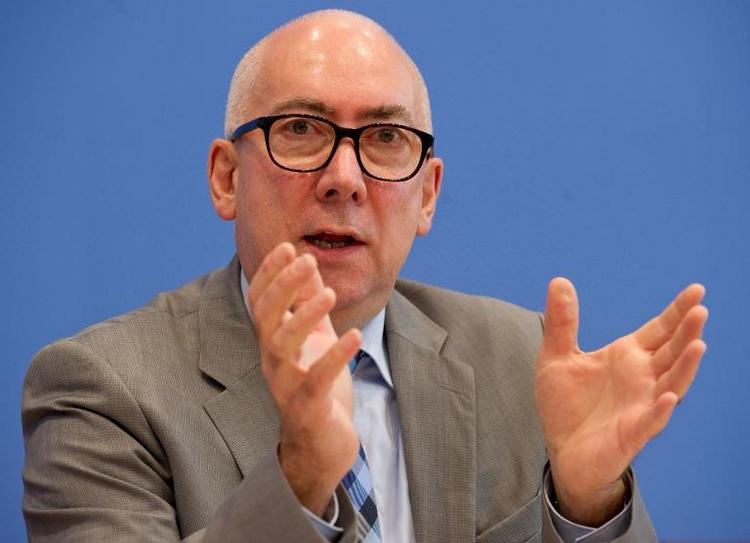 Staatssekretär verteidigt Lebensversicherungs-Reform (© 2014 AFP)