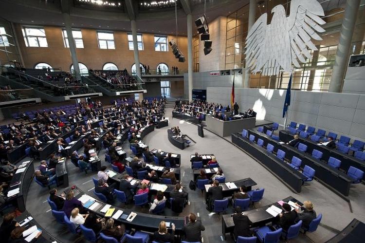 Bundestag wird früher über Rüstungsexporte informiert (© 2014 AFP)