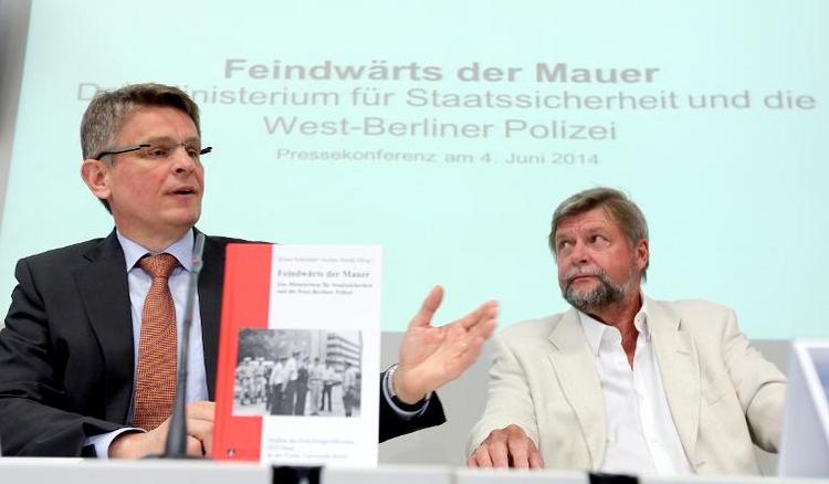 Stasi forschte über 16.000 West-Berliner Polizisten aus (© 2014 AFP)