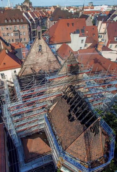 Kirche in Nürnberger Altstadt durch Feuer zerstört (© 2014 AFP)