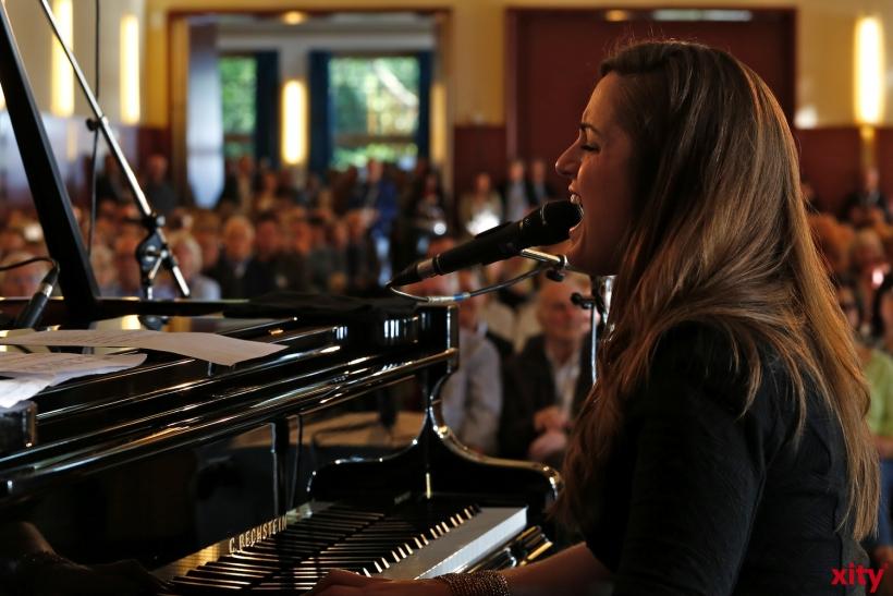Mit einer bezaubernd, klaren Stimme fellte Rachel Eckroth das Publikum (xity-Foto: D. Creutz)