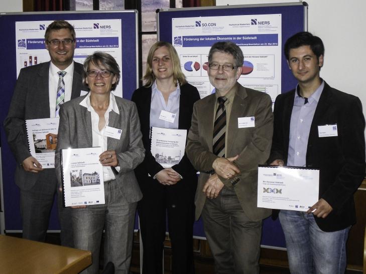 Foto: (von links) Leif Lüpertz, Dr. Ann-Marie Krewer, Katja Keggenhoff, Prof. Dr. Rüdiger Hamm und Ahmet Baydan bei der Abschlussveranstaltung im Alten Rathaus in Viersen. (Foto: Carina Hendricks)