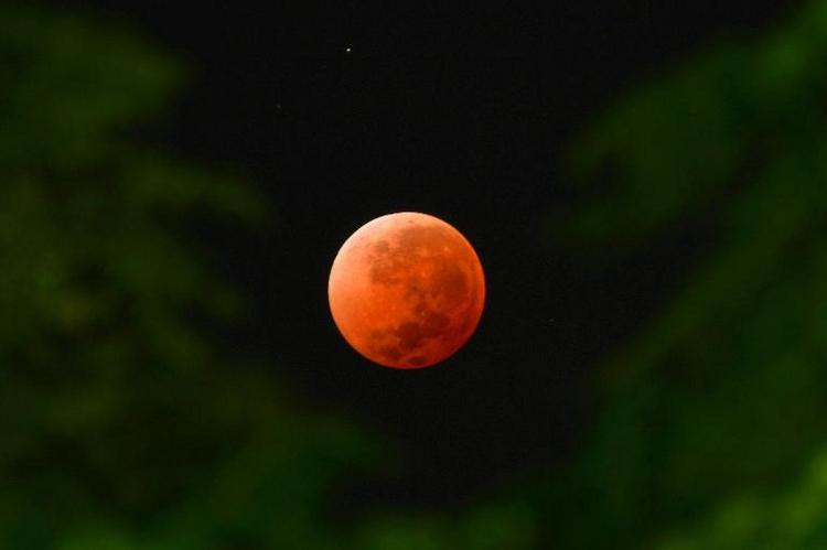 Mond entstand durch gigantische Planetenkollision (© 2014 AFP)